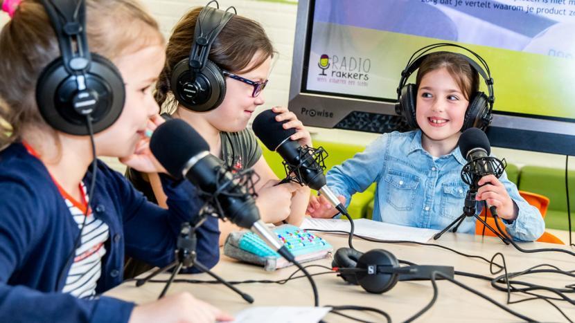 Kinderen die een podcast maken