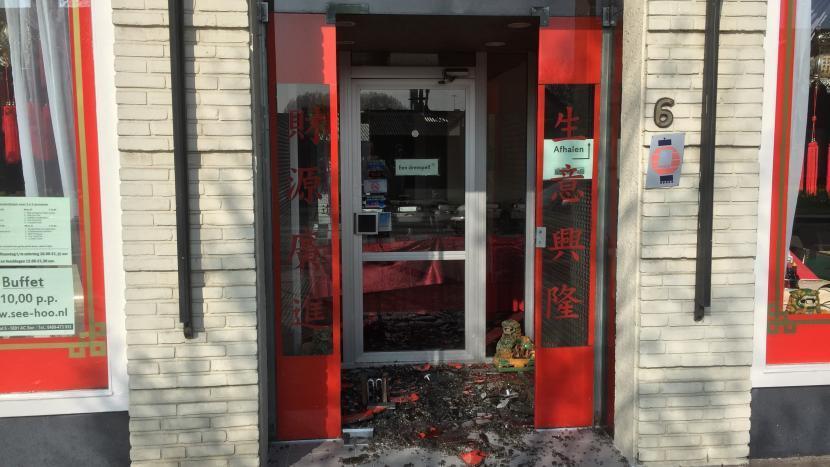 Glazen deur ingegooid bij Chinees restaurant See Hoo