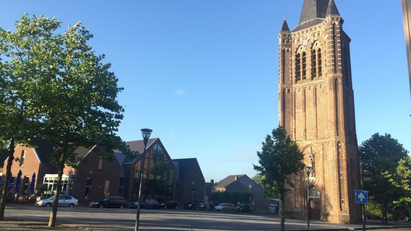 Kerkplein met kerktoren