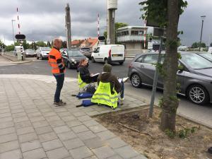 Wat zijn die 'gele hesjes' langs de weg toch aan het doen?