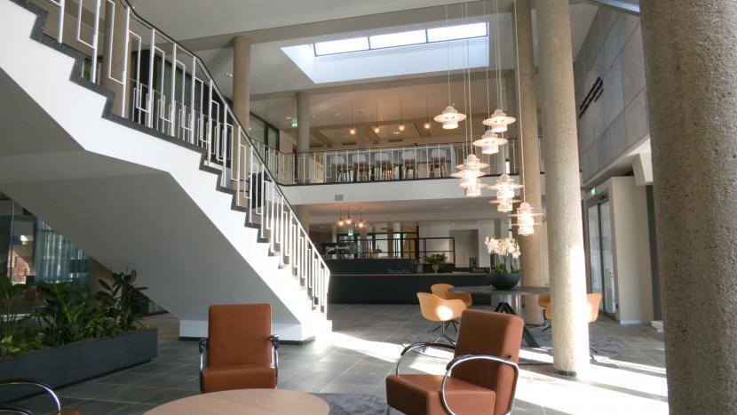 Interieur van het gerenoveerde gemeentehuis van Son en Breugel