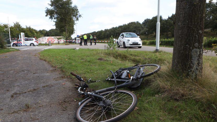 De fiets en de auto die betrokken waren bij het ongeval bij Ekkersweijer