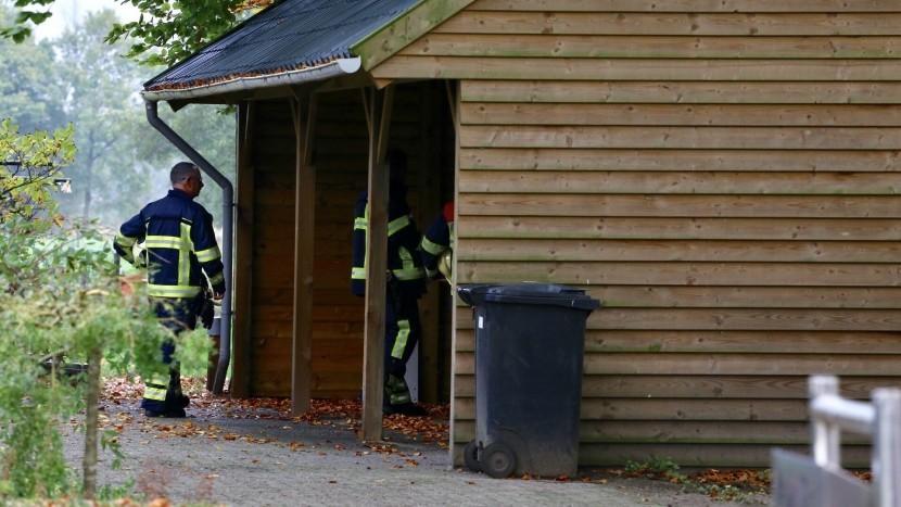 Brand onder carport op Driehoek snel geblust
