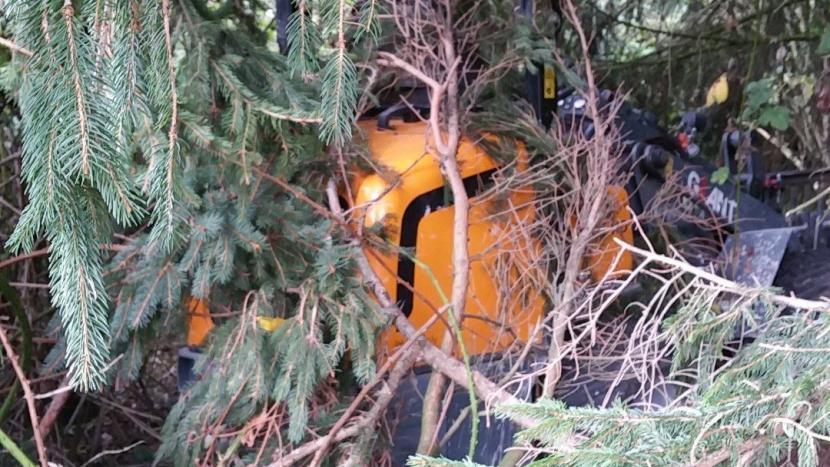 Gestolen graafmachine teruggevonden in de bosjes