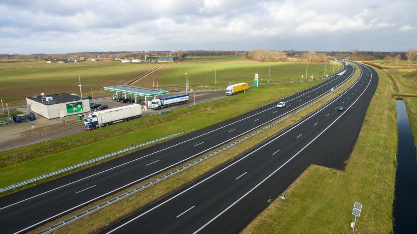 Luchtfoto Sonniuswijk met de A50 en tankstation Sonse Heide