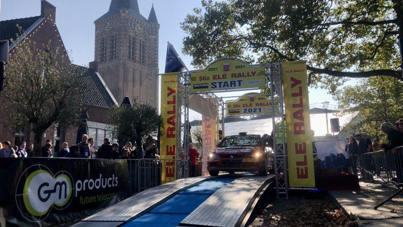 De start/finish van de ELE Rally in het centrum van Son
