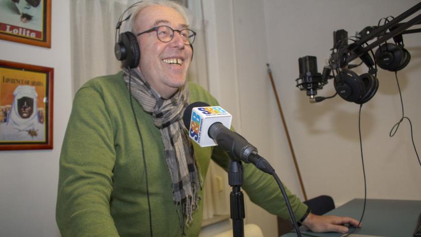 Han Muller achter de microfoon van Radio S&B