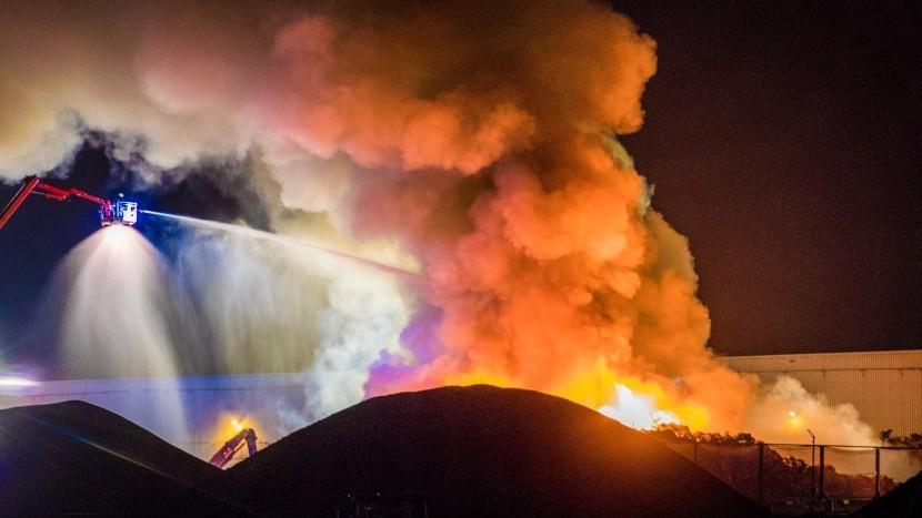 Brandweer zet groot in bij zeer grote brand Baetsen