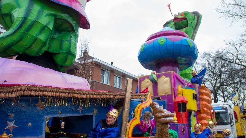 Een carnavalswagen in de optocht van Krutjesgat