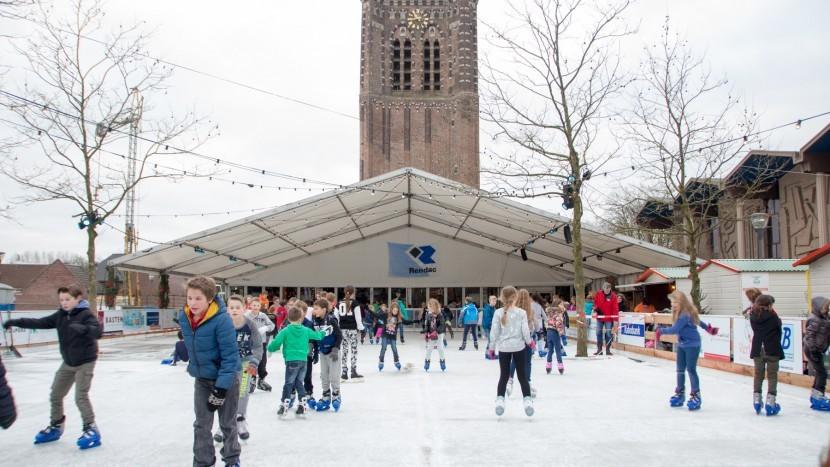 Saneren asbest kerk op meters afstand van schaatsende kinderen