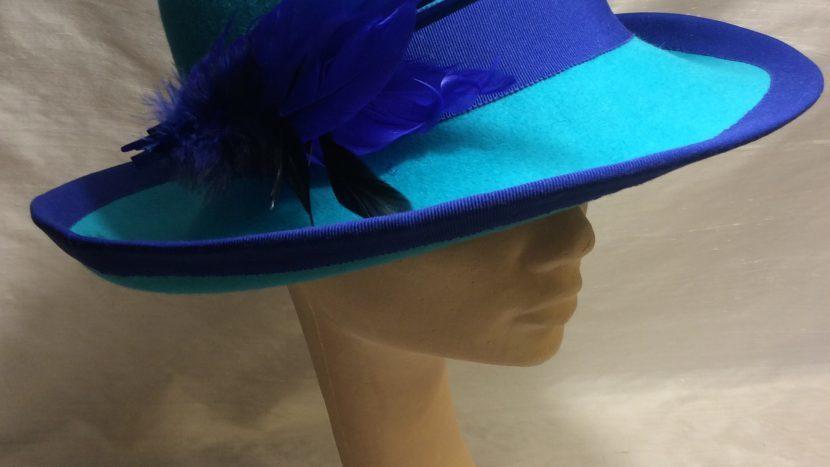 Blauwe hoed van Nelleke Merkx
