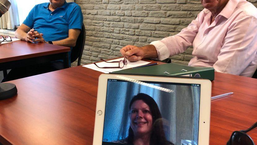 Roy Beekink, Kees Breel en op scherm van de tablet Aniek van der Putte van Voor U