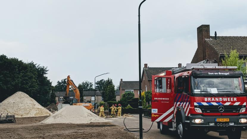 De brandweer zorgt voor veiligheid bij de gaslek