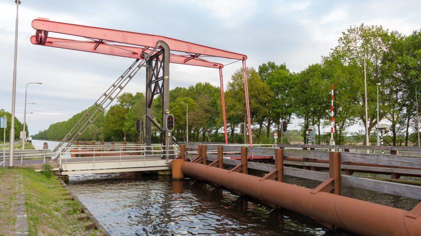 Brug Hooijdonk over het Wilhelminakanaal, Broekdijk richting Nuenen