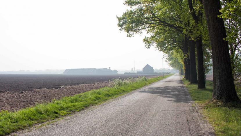 In slechte staat verkerende Ockhuizenweg in het buitengebied in de Sonniuswijk moet aangepakt worden