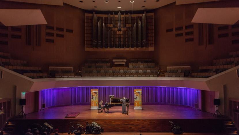 Nina Nederlof speelt de sterren van de hemel in het Muziekgebouw