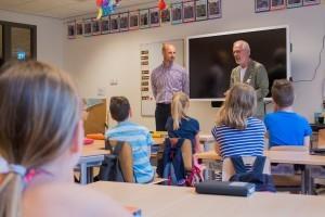 Burgemeester maakt groep 6 Bloktempel enthousiast voor jeugdgemeenteraad