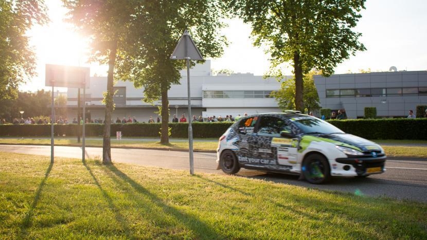 Een ELE Rally wagen op het parcours op Ekekrsrijt