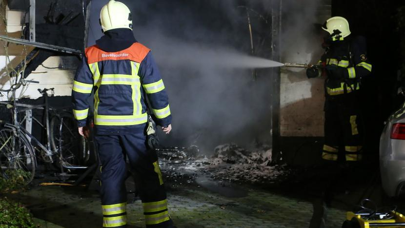 brand in garage Zandoogjelaan