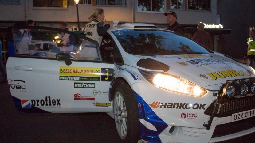 Een rallyauto van de ELE Rally 2021