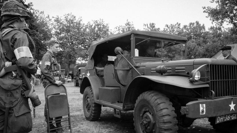 Figuranten van Operation Market Garden gebruikte afgelopen weekend om wat 'nieuwe' beelden te schieten van de 101ste Airborne divisie in Son en Breugel.