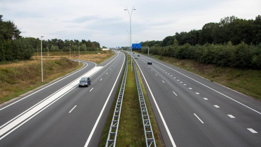 Snelweg A50 gezien vanaf de brug van de Bestseweg richting Ekkersrijt