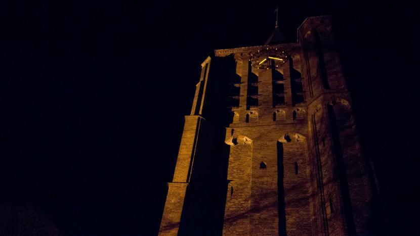 Sint-Genovevakerk in Breugel in de nacht