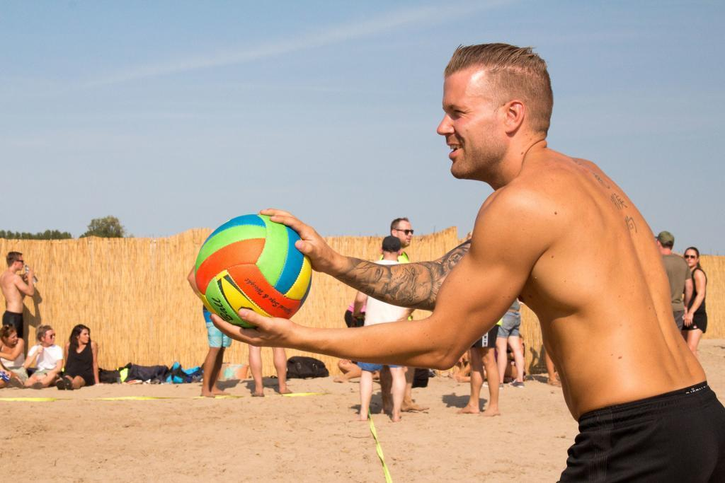 Sportievelingen beachvolleyballen tijdens Beach Event Son 2019