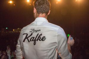 Zanger Kafke tijdens Beach Event Son 2019