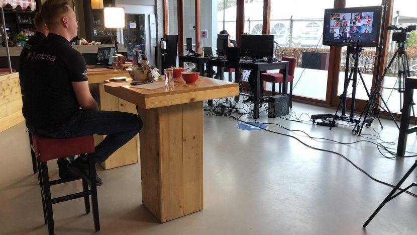 De studio van de Apollodag in sportcafé Expreszo