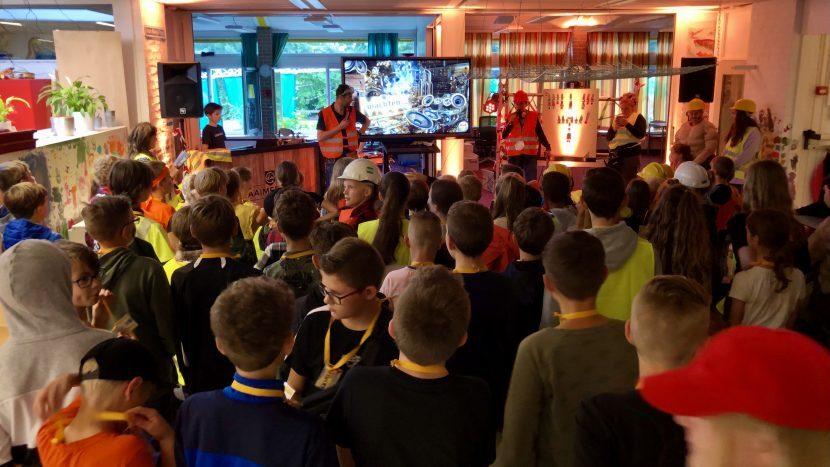 Het laatste feest van de kinderen in het oude gebouw van basisschool de Krommen Hoek