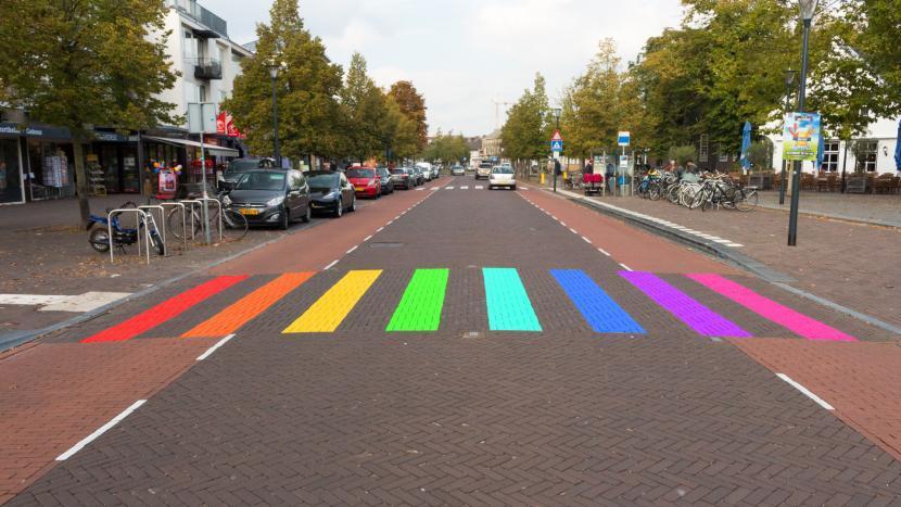 Artist impression van het regenboogzebrapad in het centrum van Son en Breugel als blijk van inclusiviteit