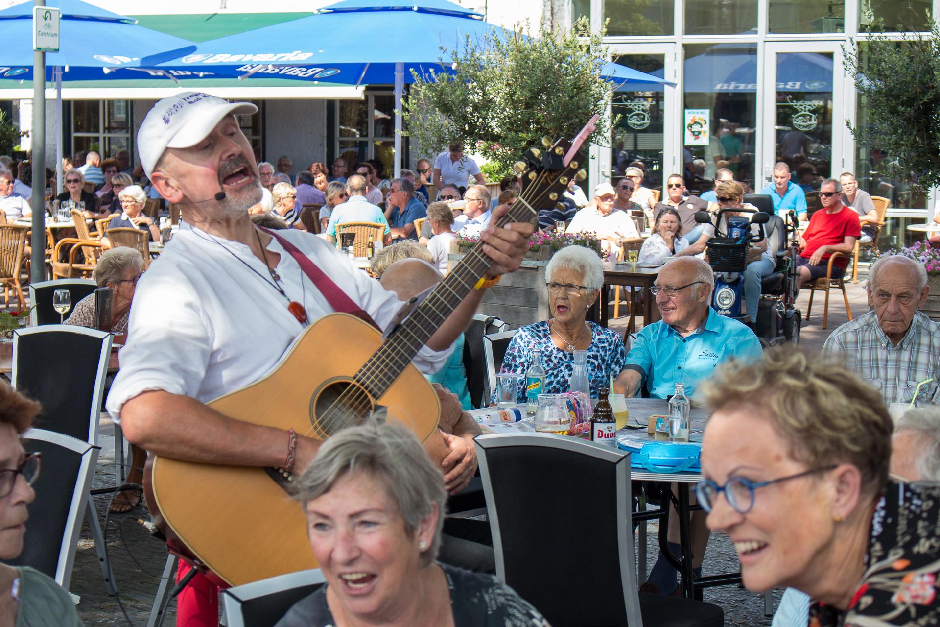 De Troubadour tijdens Ouderen In 't Sonnetje in 2017