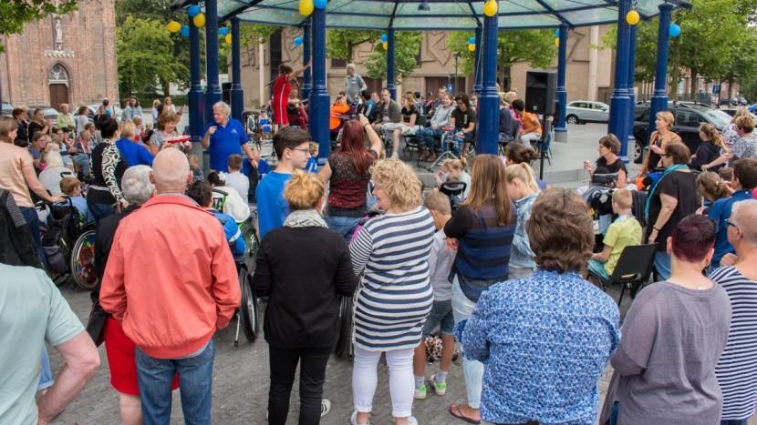 Al twaalf jaar vormen de kiosk en ook het Dommelbalkon het podium voor tal van activiteiten voor plaatselijke en regionale gezelschappen.