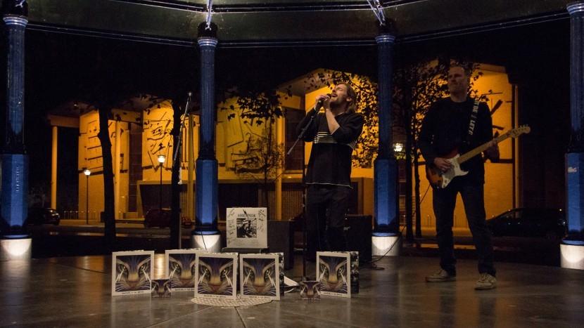 Met een klein mini optreden in de kiosk bedankte de Sonse band Harvest Moon de BACK-commissie voor hun steun tijdens het maken van hun album.