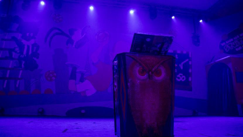De ton op het podium van de zittingsavond
