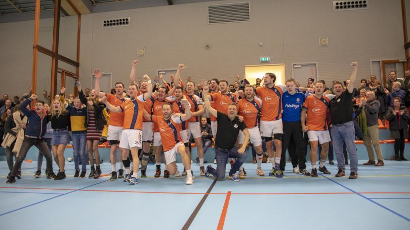 Heren 1 van handbalvereniging Apollo na winst in de achtste finale