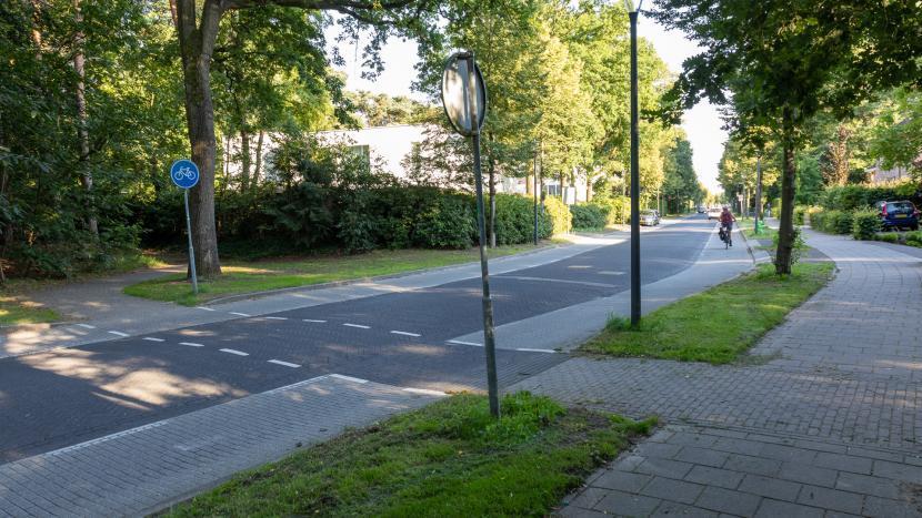 De fietsoversteek bij de Hendrik Veenemanstraat