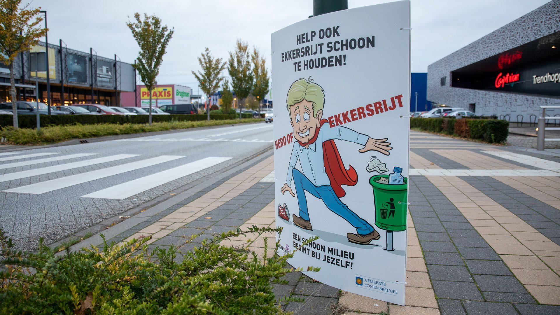 Het bord van 'Hero of Ekkersrijt' langs de kant van de weg bij Meubelplein Ekkersrijt