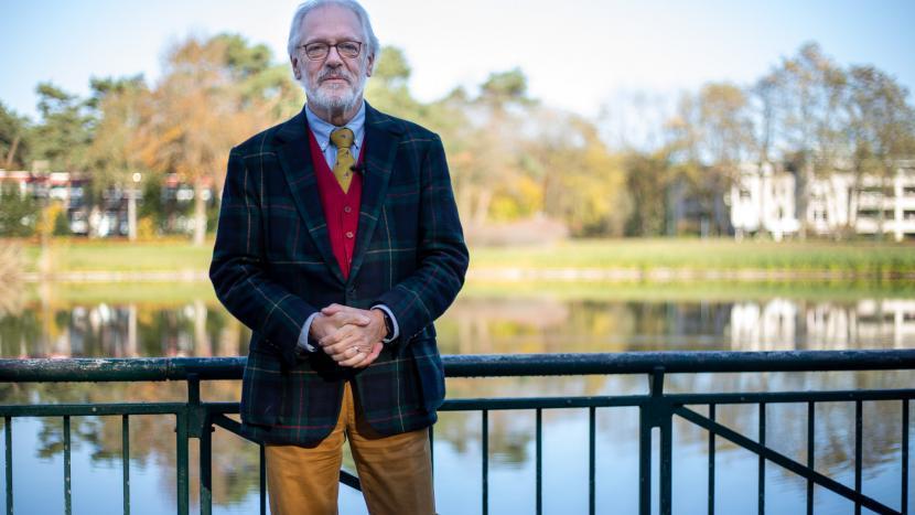 Burgemeester Hans Gaillard bij de vijver aan de Europalaan