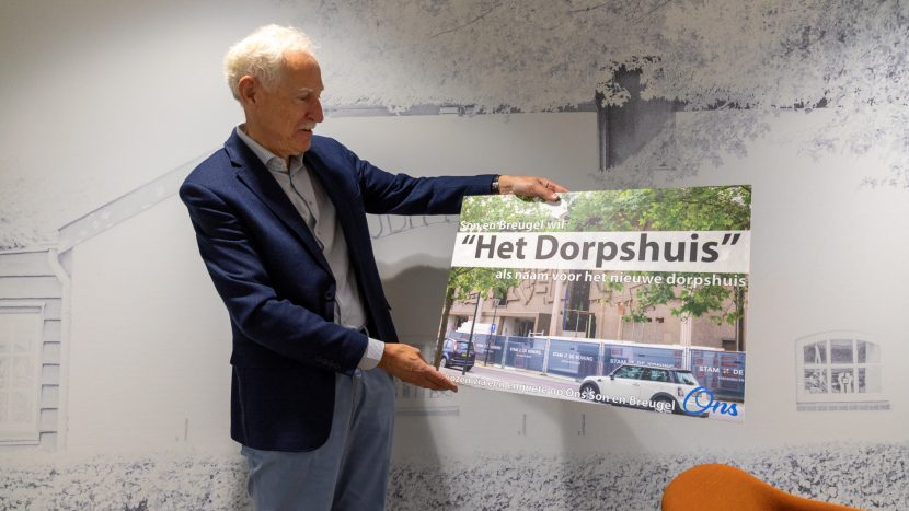 Wethouder Jan Boersma neemt naam 'Het Dorpshuis' in ontvangst
