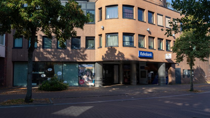 Het (voormalige) Rabobank kantoor in de Heistraat in Son en Breugel