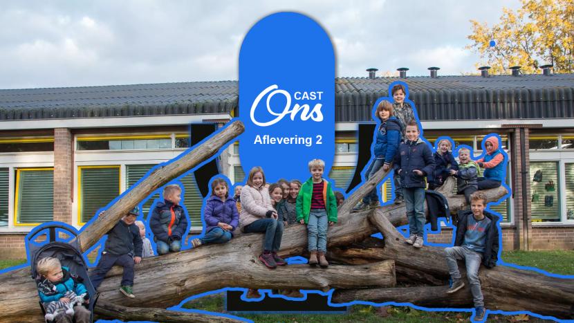 Kinderen op een boom bij basisschool de Krommen Hoek met het logo van Onscast