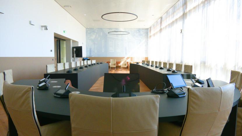 De raadzaal in het gerenoveerde gemeentehuis