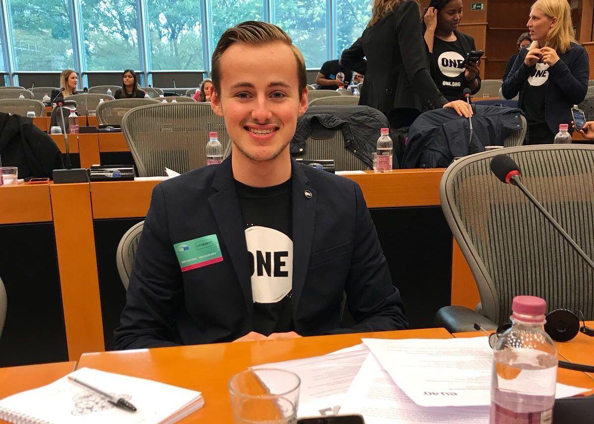 Steven Elders in het Europese Parlement als ambassadeur van ONE