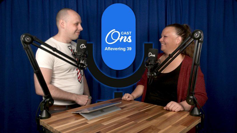 Presentator Rutger van der Heijden en zangeres Nancy van Heeswijk op de set van Onscast