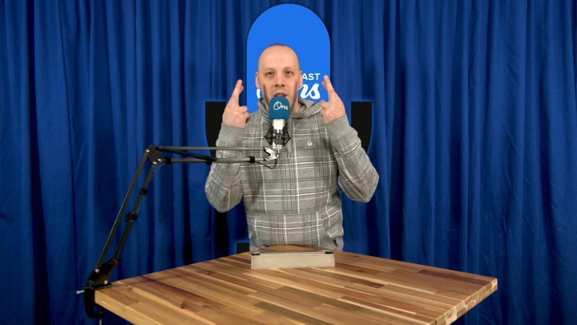 Rutger van der Heijden met gekruiste vingers op de set van Onscast