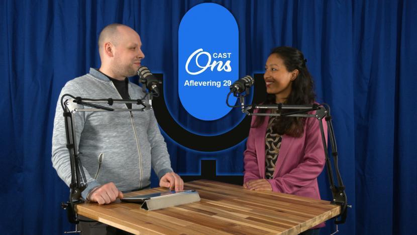 Rutger van der Heijden in de Onscast studio met Jade Smith van Omroep Brabant