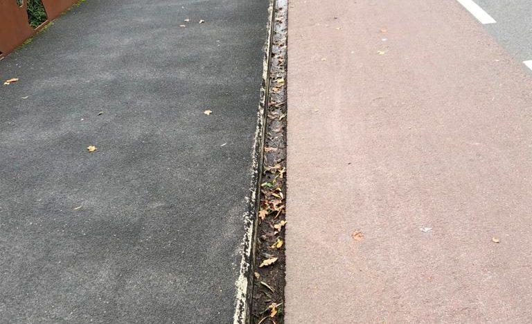 De gleuf tussen het fietspad en stoep op de brug over de Dommel in de Wilhelminalaan/Veerstraat
