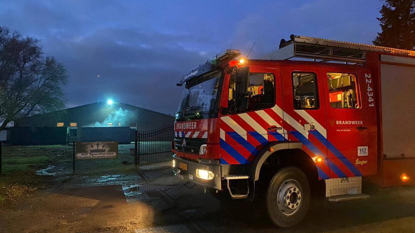 Een brandweerwagen voor een stal